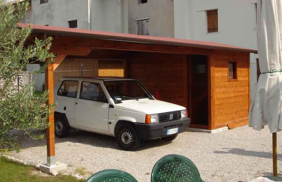 Casette in legno casette da giardino for 2 box auto con kit di appartamenti