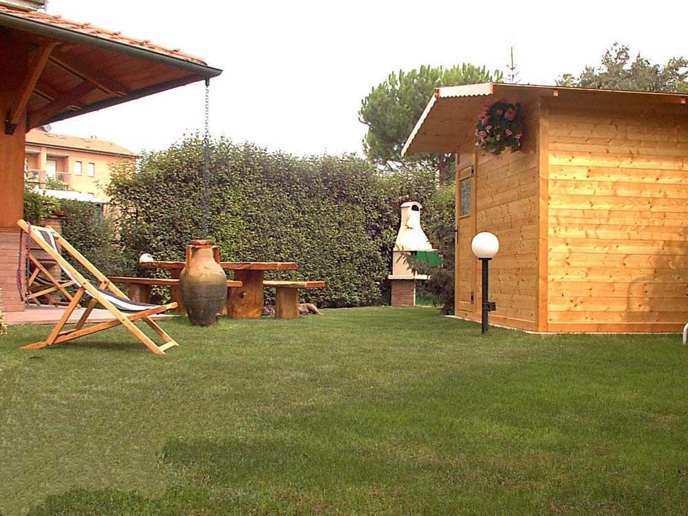 casetta in kit attrezzata per il benessere con sauna ed altri comfort, by Edi...