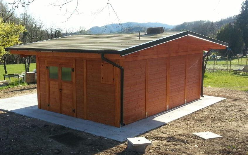 interno con bagno dotato di porta scorrevole e caldaia a legna mt 5x8 cod