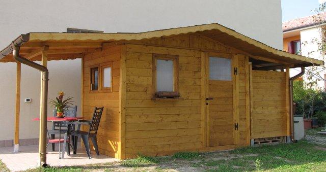 Casa moderna roma italy casette da esterno - Case di legno da giardino ...