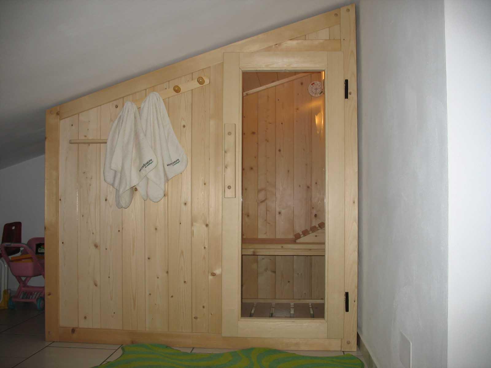 Modelli sauna finlandese e sauna con bagno turco hammam in - Costo sauna in casa ...